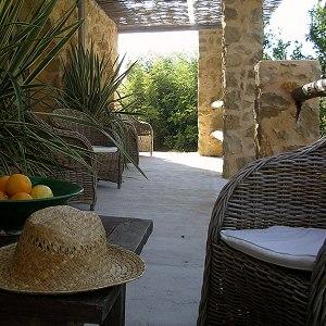 Die Terrasse des Bed & Breakfast Los Establos