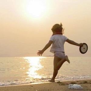 Spielen am Strand von El Portet