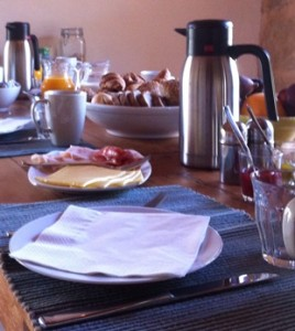 Breakfast at Refugio Marnes B&B and Ecolodge, during hiking weeks Spain