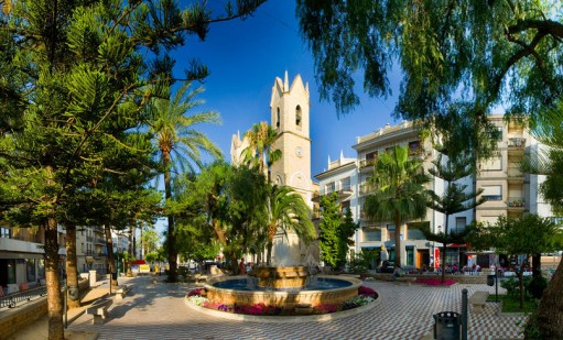 Town square, Benissa with fountain