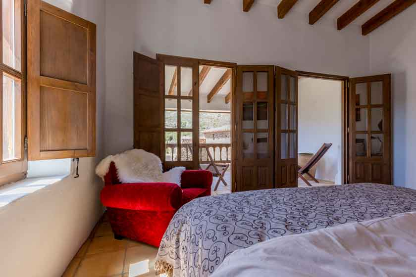 Master bedroom Finca Holidays Spain Finca Iris