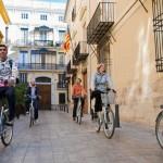 Met Baja fietsen in het historische centrum van Valencia