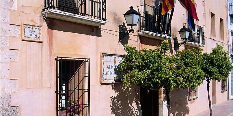 Mooie dorpen costa Blanca het gemeentehuis van Benissa