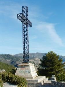 Wandelen Alicante, het kruis van Sant Cristofol, een markant punt op een prachtige wandeling