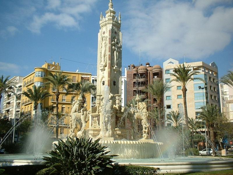 Mooie steden Costa Blanca, Alicante, plaza los Luceros