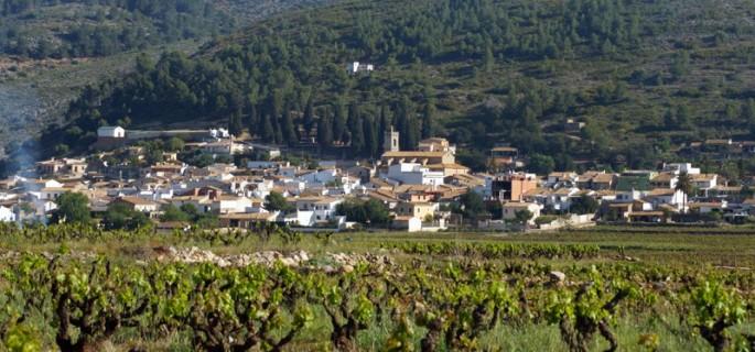 mooie dorpen alicante, een gezicht op Llliber, vanuit de wijnvelden