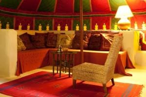 Die Lounge-Ecke zelt La jaima, Glaming Spanien