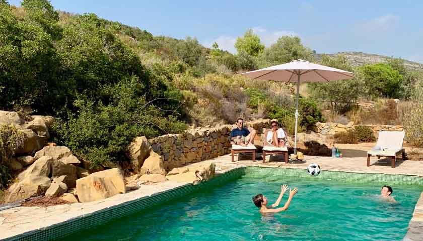 Zwembad van landelijk gelegen vakantie finca, Finca Iris