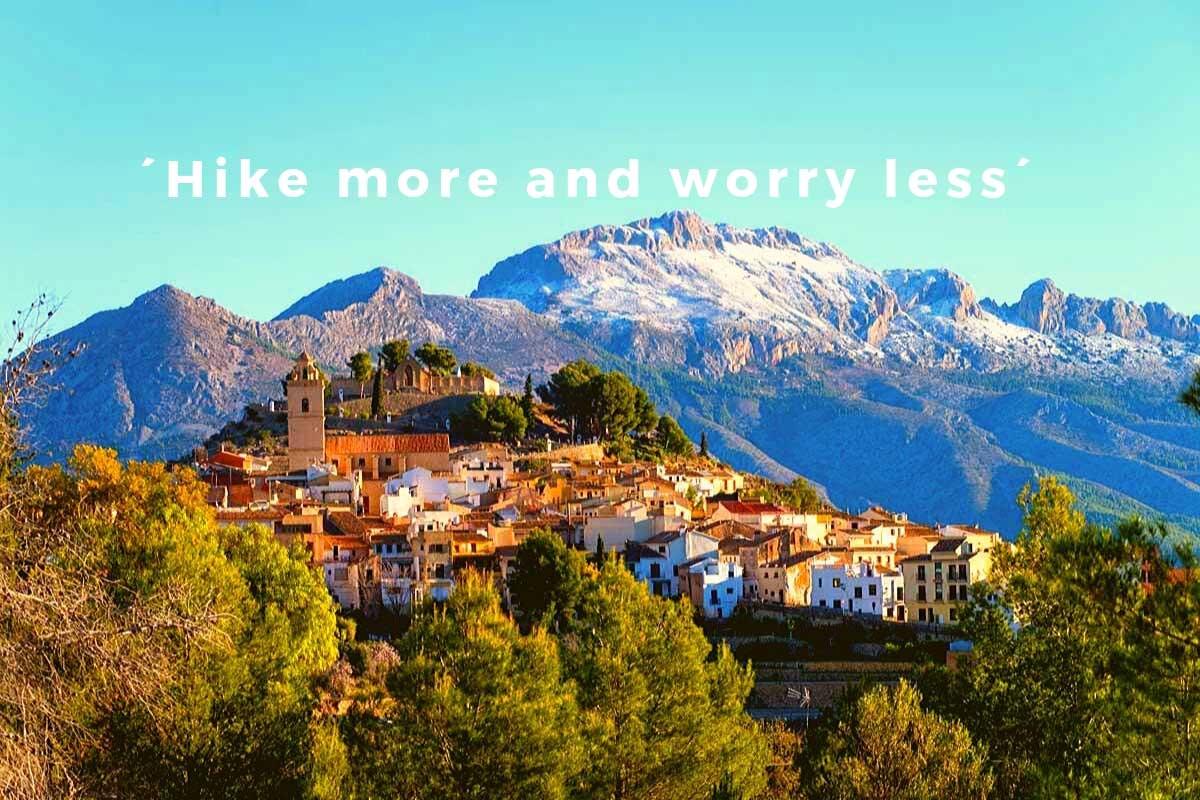 Wandelvakantie Spanje Polop met de sierra de Bernia op de achtergrond